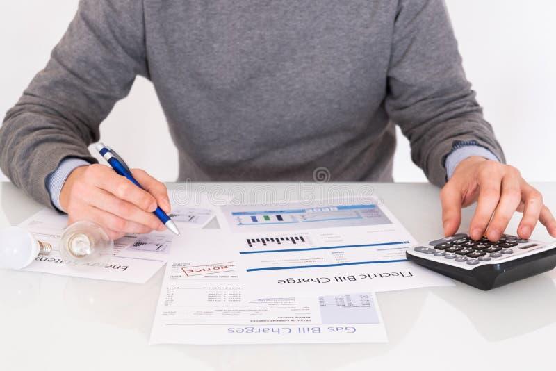 Formulários de papel da conta de contabilidade no close up da tabela fotografia de stock royalty free