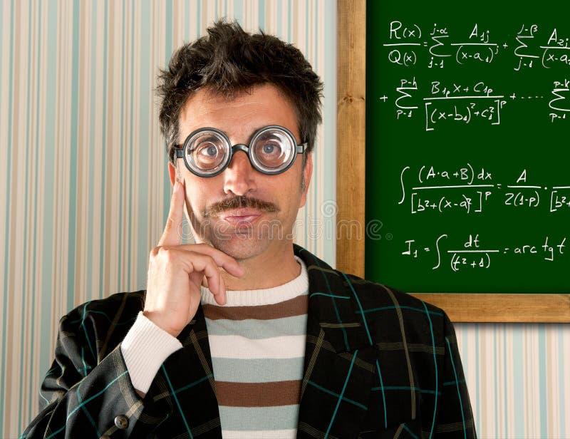 Formula sciocca di per la matematica della scheda dell'uomo di vetro della nullità del genio immagini stock