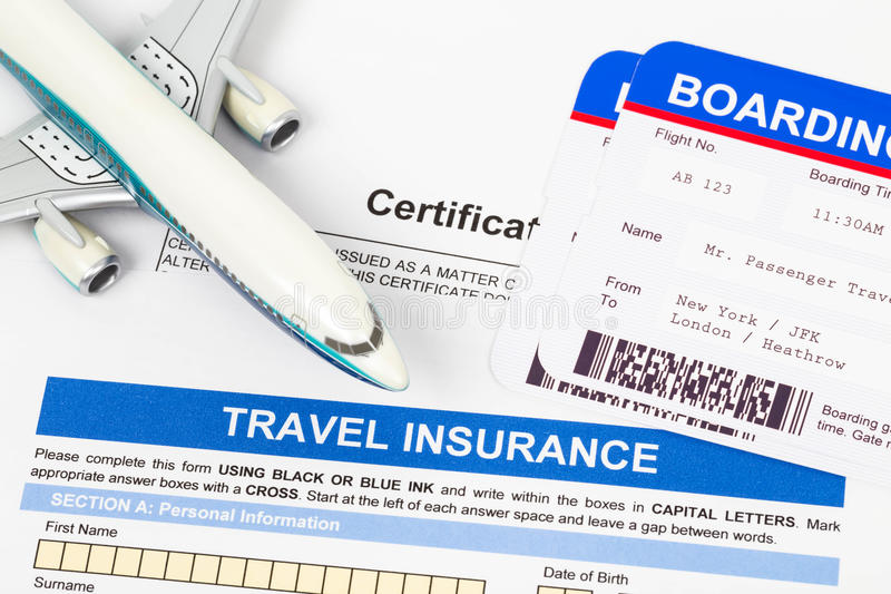 Formulaire de demande d'assurance de voyage avec le modèle plat photographie stock libre de droits
