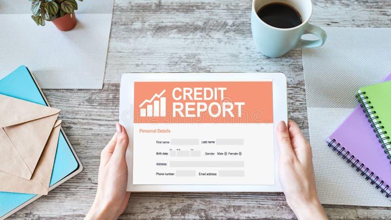Formulaire de demande de rapport de cr?dit sur l'?cran Concept d'affaires et de finances photo stock