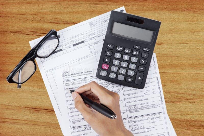 Formulario de demanda de relleno del seguro médico fotos de archivo libres de regalías
