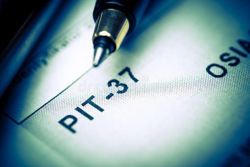 Formularios de impuesto polacos de relleno PIT-37 imagen de archivo libre de regalías