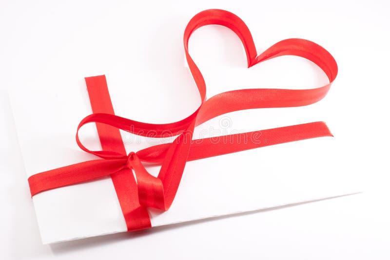 formularzowego serca listu czerwony faborek wiążący obraz stock