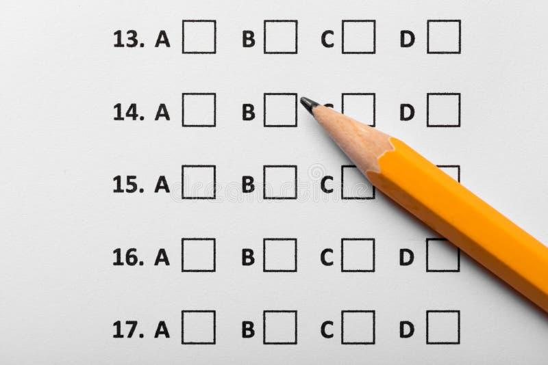 Formule d'utilisation d'essai d'examen avec le crayon jaune photo libre de droits