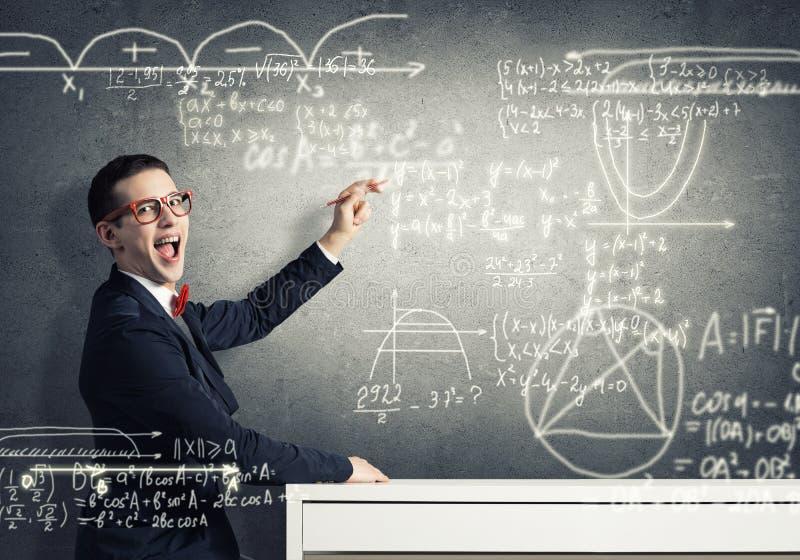 Formule di scienza del disegno dello studente fotografie stock