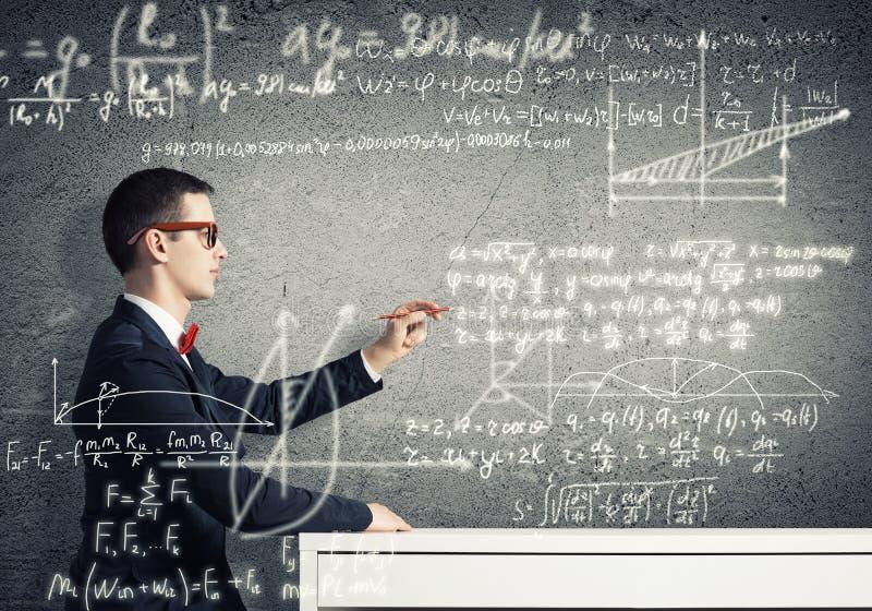 Formule di scienza del disegno dello studente fotografie stock libere da diritti