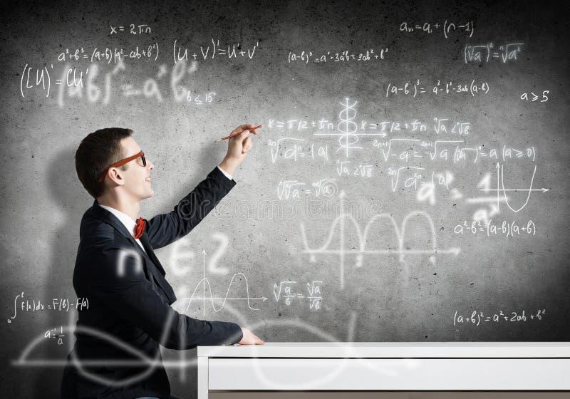Formule di scienza del disegno dello studente fotografia stock