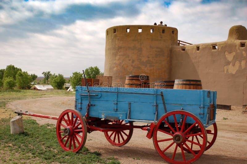 Forneça o vagão no local histórico nacional do forte velho curvado do ` s fotos de stock