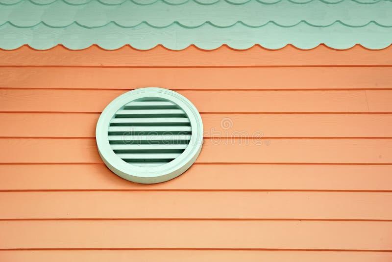 Forne?a o ar fresco na casa Ventila??o na casa Sistemas de ventila??o inteiros da casa Maneiras de ventilar sua casa ar foto de stock royalty free