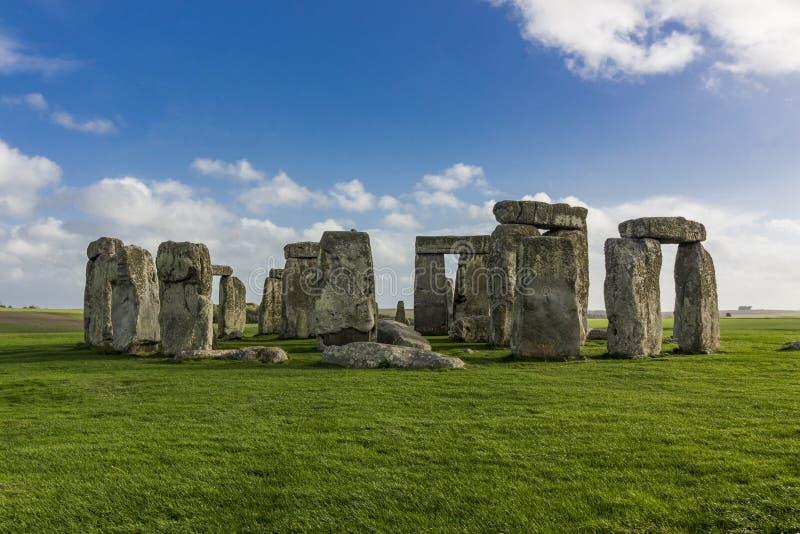 Fornminne av Stonehenge på en solig dag royaltyfri foto