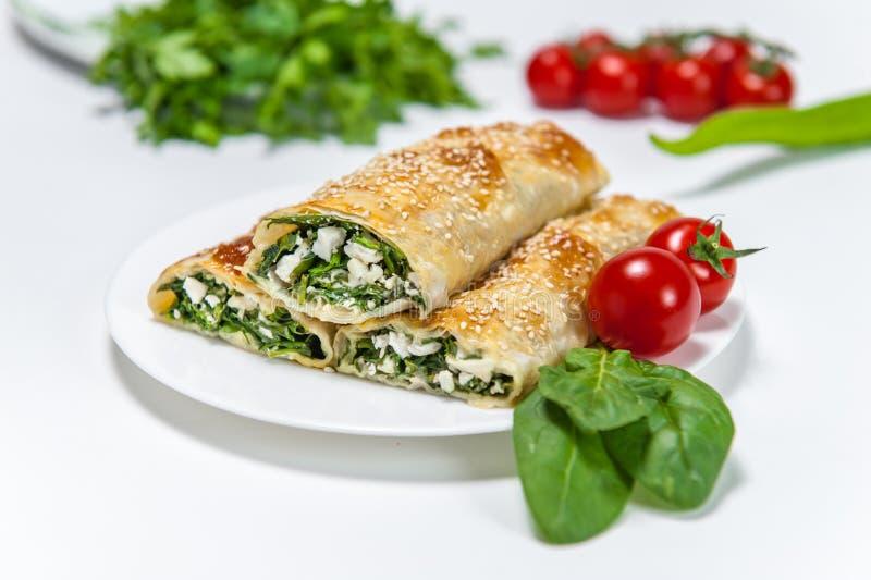 Forno del rotolo con spinaci e formaggio fotografie stock libere da diritti