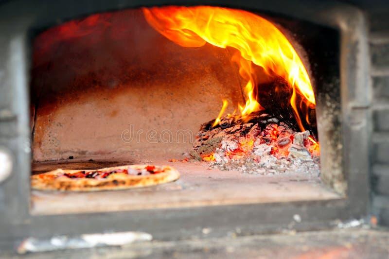 Forno despedido madeira da pizza imagens de stock