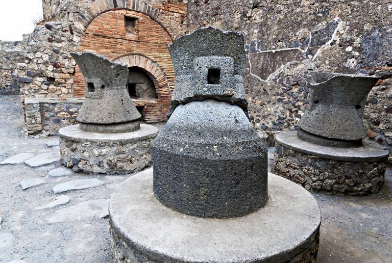 Fornos antigos do pão na cidade de Pompeii Italy fotografia de stock