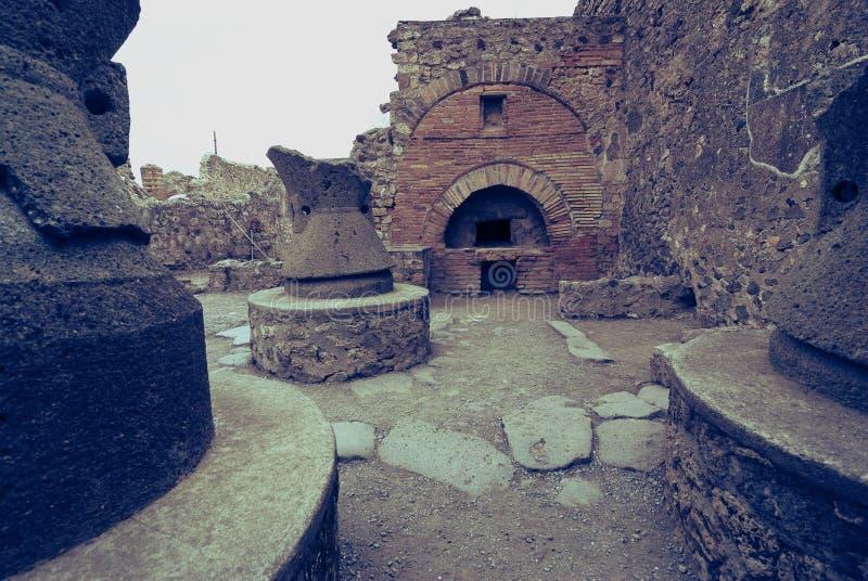 Fornos antigos do pão na cidade de Pompeii Italy imagens de stock