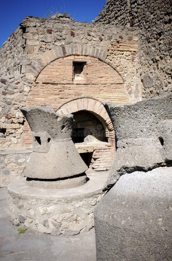 Fornos antigos do pão na cidade de Pompeii Italy fotos de stock