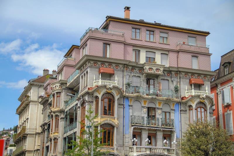 Forntida återställd byggnad med mycket härlig arkitektur arkivbilder