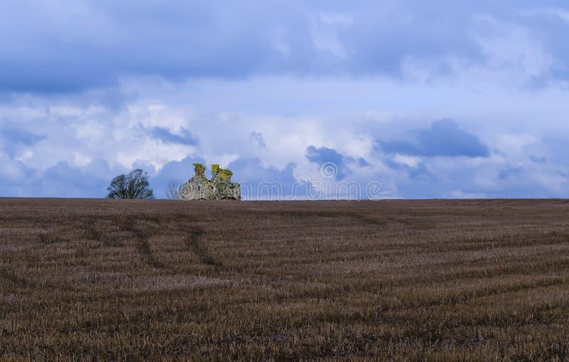 Forntida övergivet hus nära Dundonald i den södra ayrshiren fotografering för bildbyråer