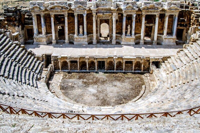 Forntida amfiteater som lokaliseras i Hierapolis, Pamukkale, Denizli landskap royaltyfri foto
