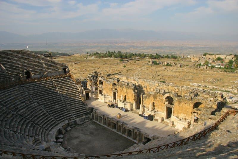 Forntida Amphitheater i Hierapolis royaltyfri foto