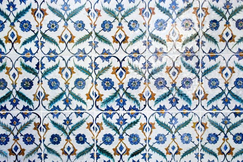 forntida arabisk dekorerad detaljvägg royaltyfria bilder
