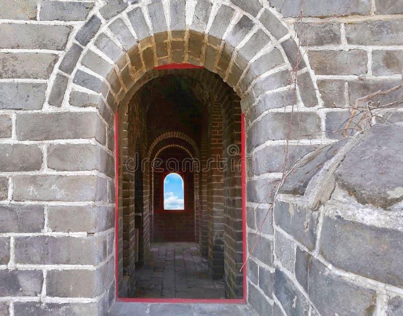 Forntida bågar av Kina den stora väggen på det Hushan eller tigerberget, Dandong, Liaoning; nära dennord Korea gränsen royaltyfri fotografi