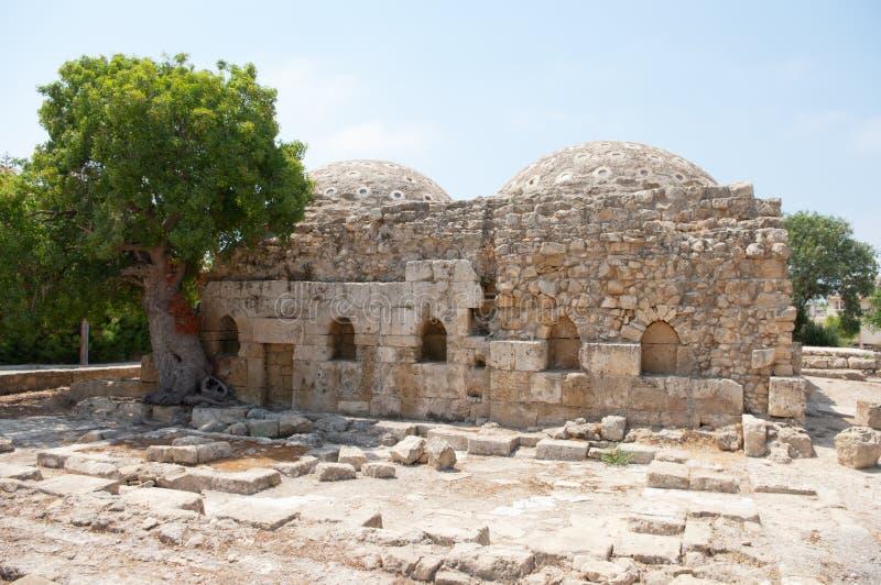 Forntida bad för förfallen byggnad royaltyfria bilder