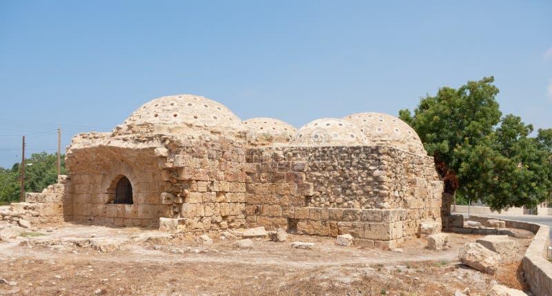 Forntida bad för förfallen byggnad arkivfoto