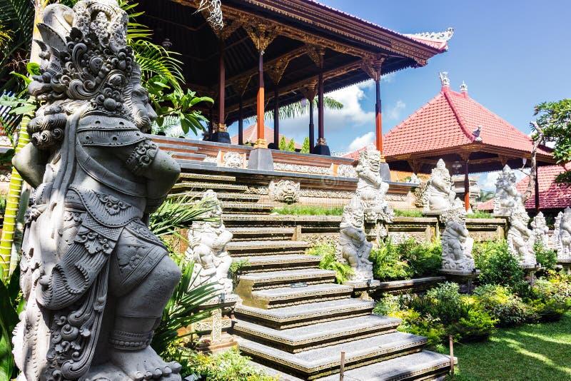 Forntida Balinesestaty, Ubud slott arkivfoton