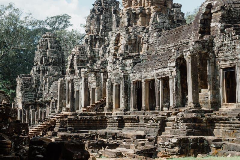 Forntida Bayon tempel på det Angkor Thom komplexet, Siem Reap, Cambodja royaltyfri foto