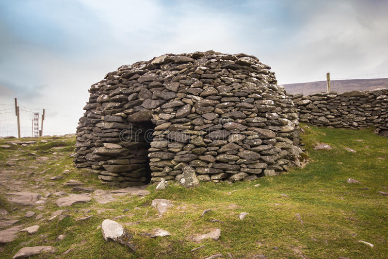 Forntida bikupakoja Irland royaltyfri foto