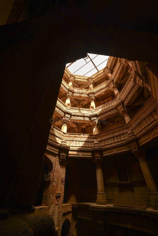Forntida brunn i Ahmedabad Indien, Gujarat arkivfoto