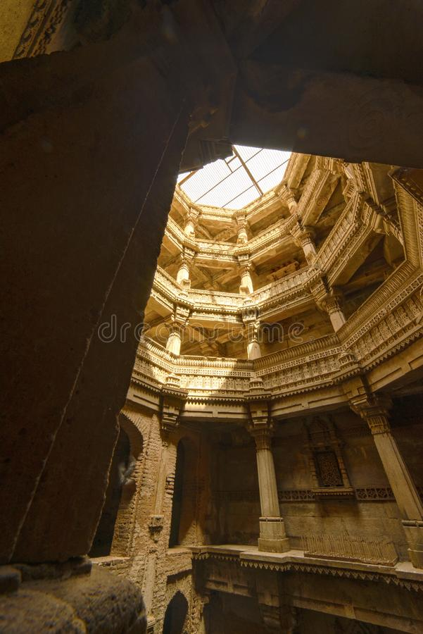 Forntida brunn i staden av Ahmedabad, Indien royaltyfri fotografi