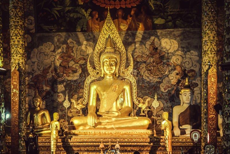 forntida buddha bild arkivbild