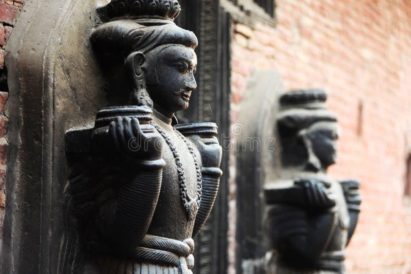 Forntida buddha skulptur i Nepal royaltyfria foton