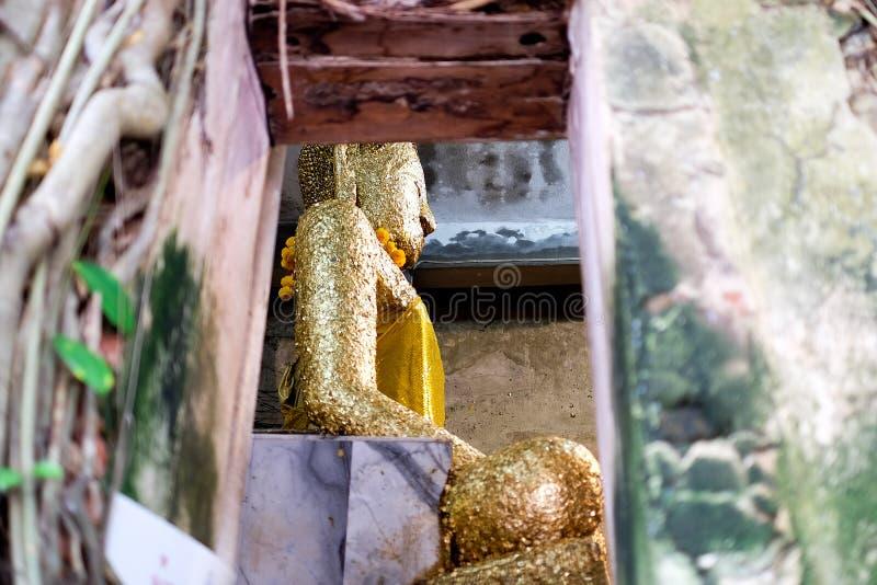 Download Forntida Buddhastaty I Gammal Kyrka Fotografering för Bildbyråer - Bild av fred, osett: 78731601