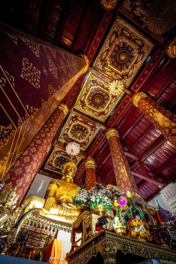 Forntida Buddhastaty i Wat Nah Phramen Chapel Buddhist vikarier royaltyfria foton