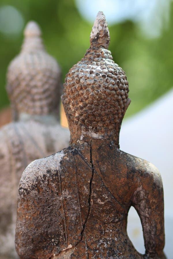 Forntida Buddhastatyer i Nakhonsawan Thailand arkivfoto