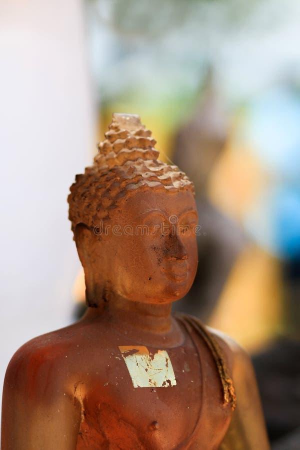 Forntida Buddhastatyer i Nakhonsawan Thailand arkivbilder