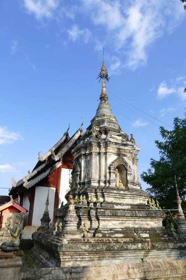 Forntida buddistisk pagodmonument arkivfoto
