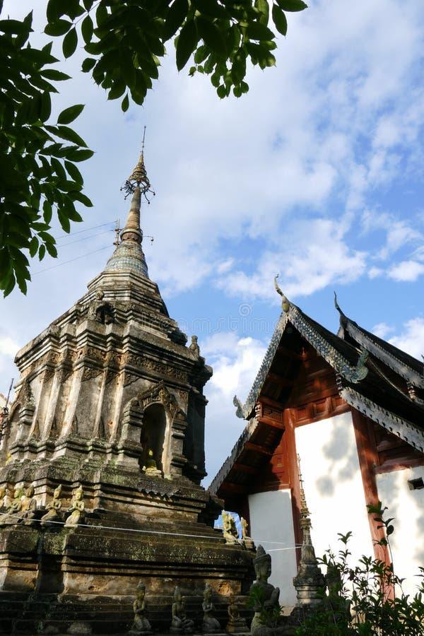 Forntida buddistisk pagodmonument royaltyfri fotografi