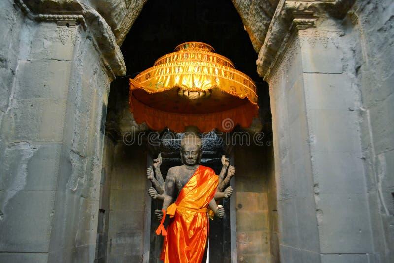 Forntida buddistiskt altare, Angkor Wat, Cambodja royaltyfri fotografi