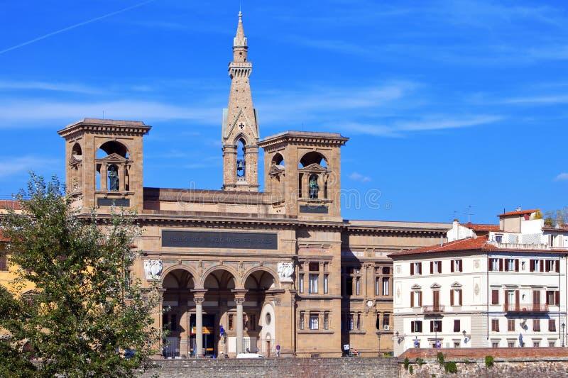 Forntida byggnad för Italy.Florence.The av medborgarearkivet på den Arno floden royaltyfria bilder