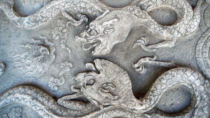 forntida carvingsdrakesten arkivfoton