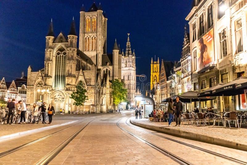 Forntida centrum av herren i Belgien under afton med illum arkivbilder
