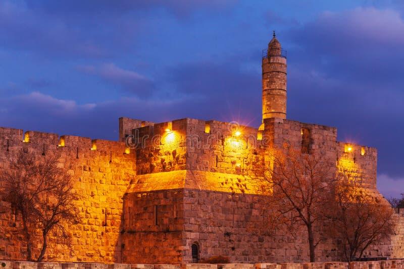 Forntida citadell inom den gamla staden på natten, Jerusalem royaltyfri foto