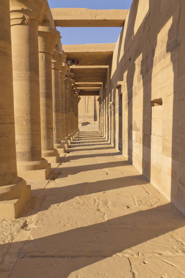 forntida colonnadekolonner egypt arkivfoton