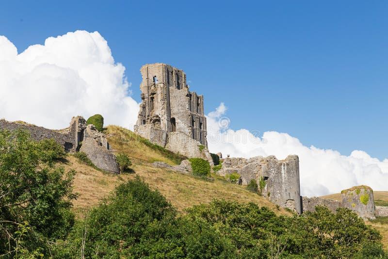 Forntida Corfe slott, Dorset, Förenade kungariket arkivbild