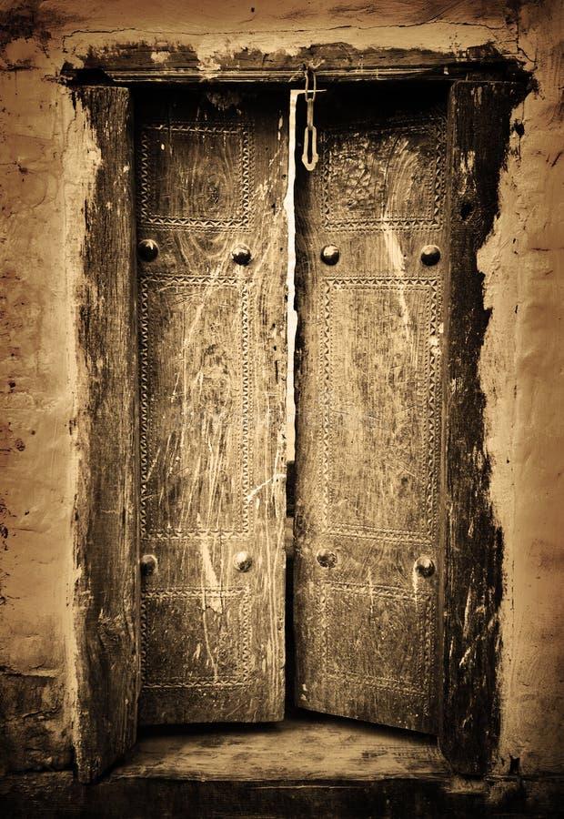 Forntida dörrar arkivbilder