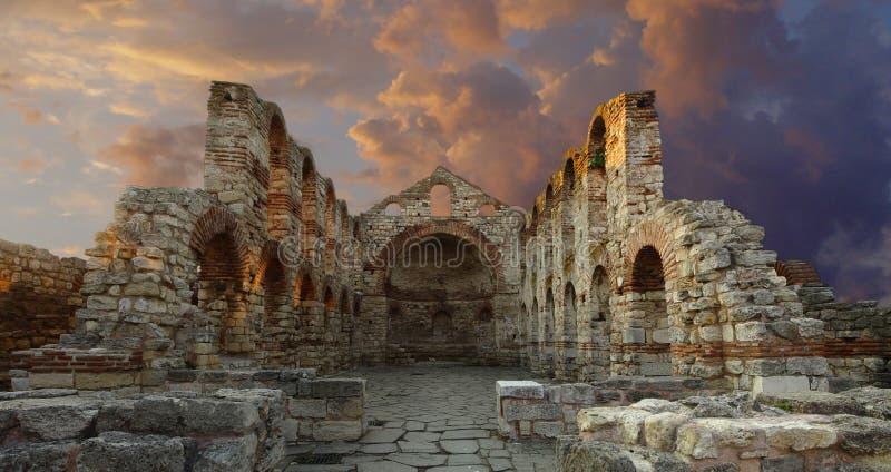 Download Forntida domkyrka arkivfoto. Bild av gammalt, fördärvar - 979932