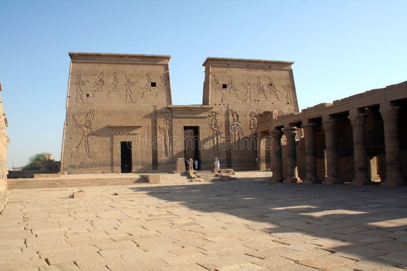 forntida egyptiskt monumentphilaetempel royaltyfria foton